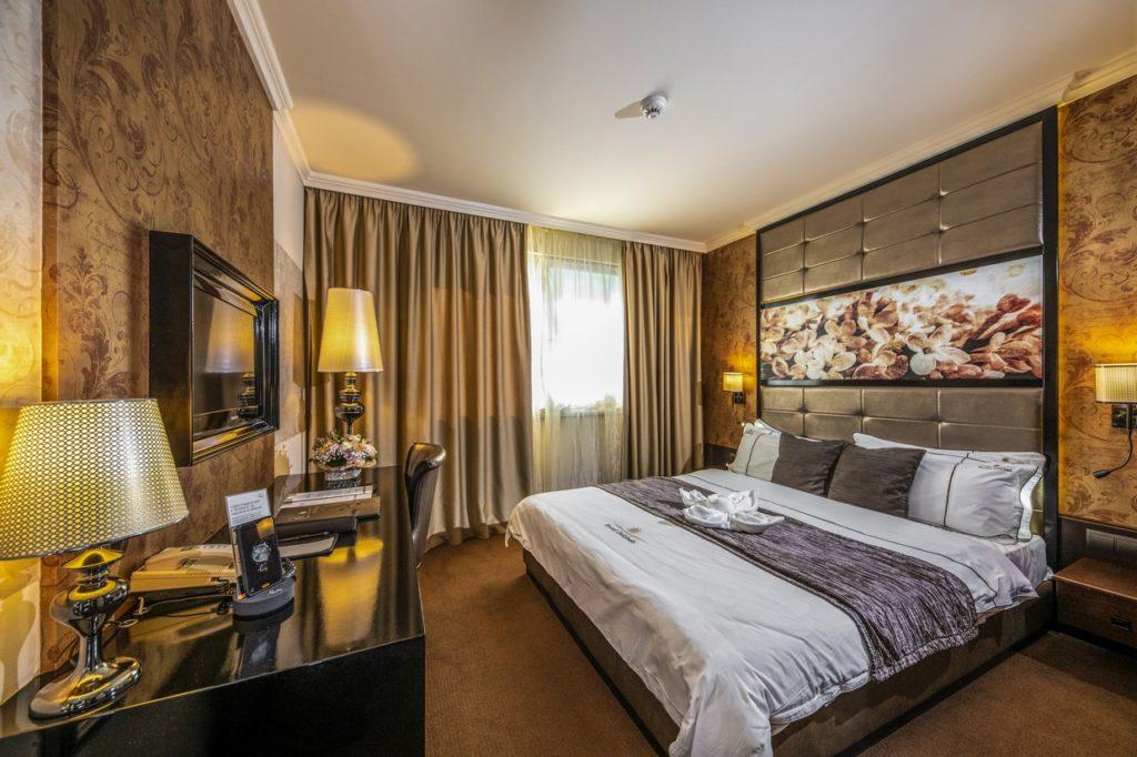 Classic-franciaagyas-szoba-HotelDelibab