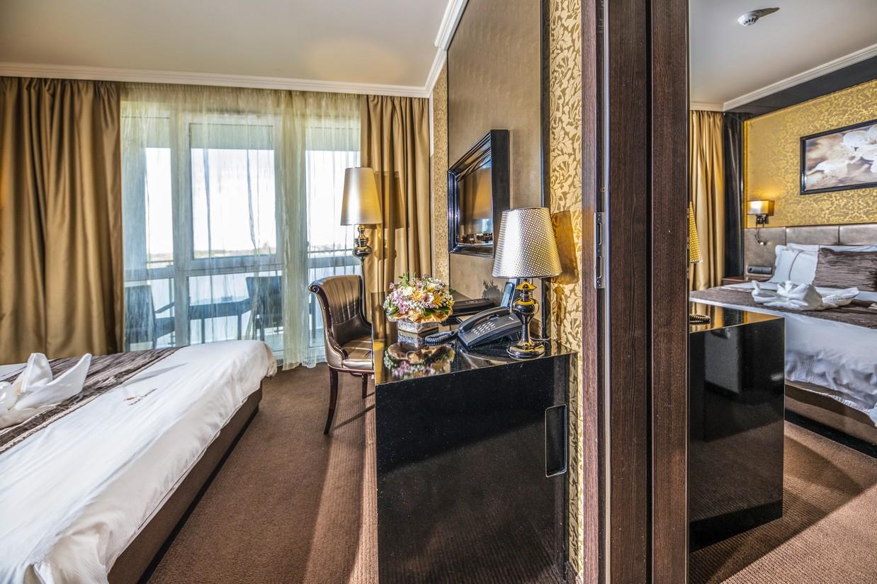 Classic-erkelyes-szoba-csaladi-HotelDelibab