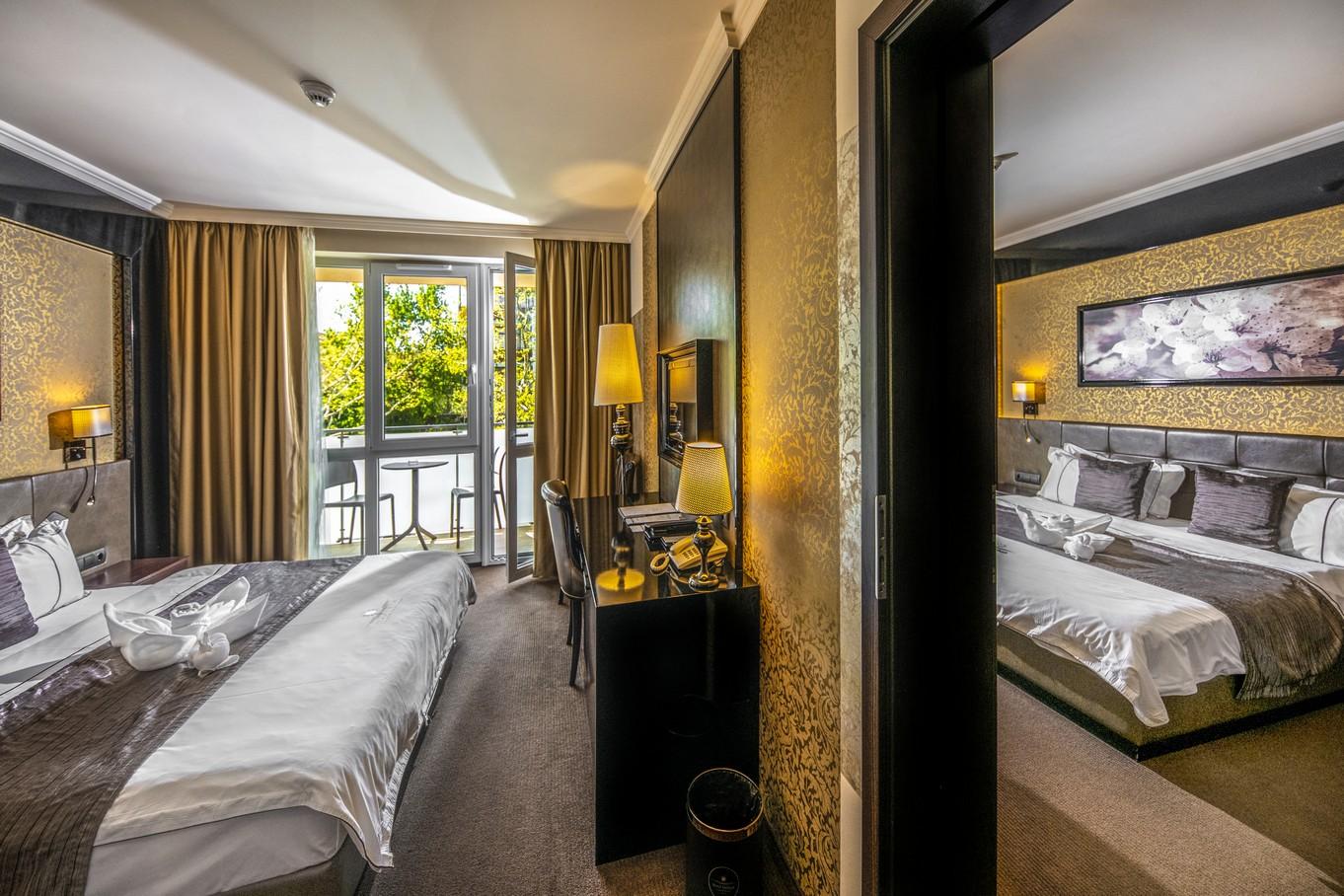 Classic-erkelyes-osszenyitott-csaladi-HotelDelibab
