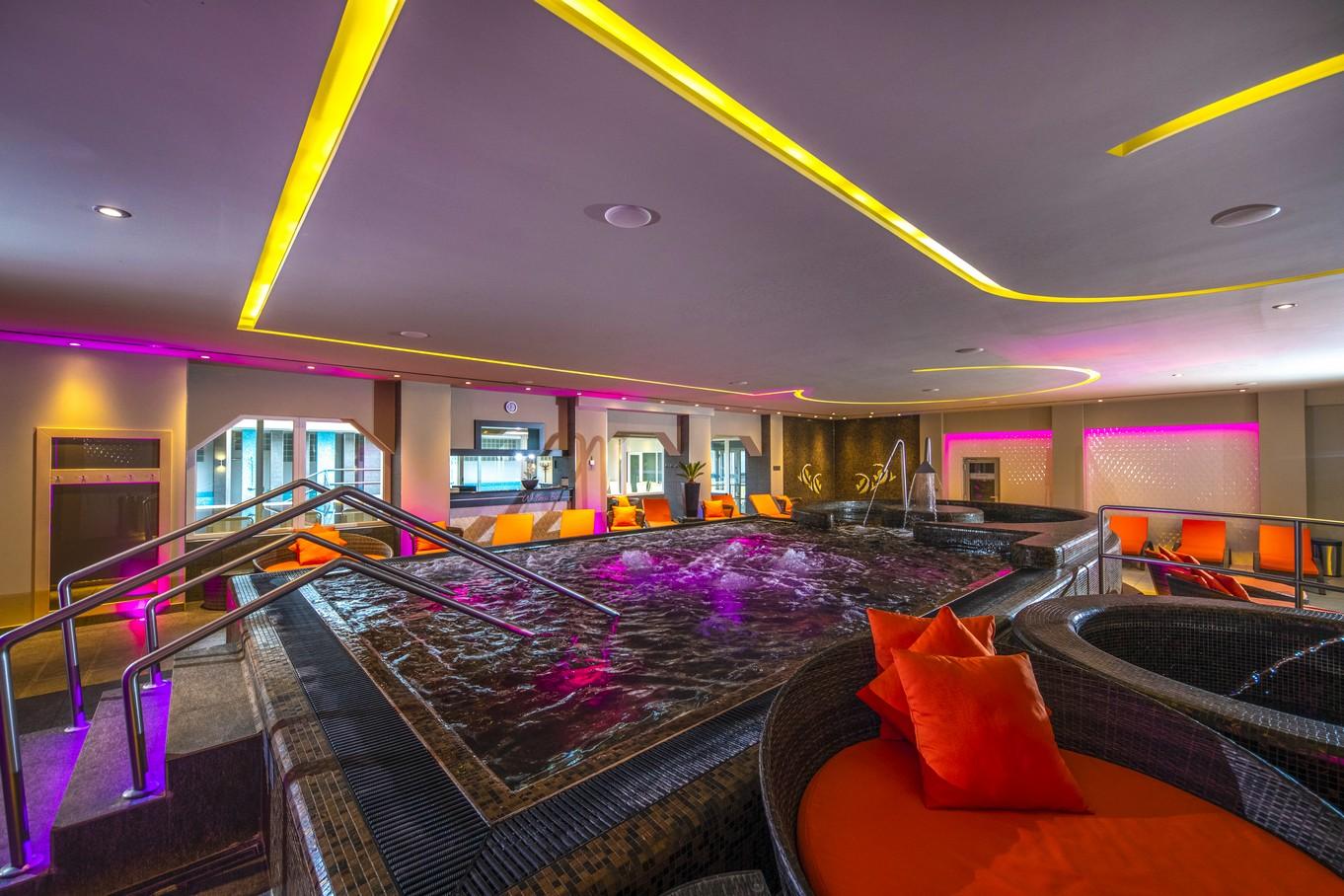 Elmenymedence-HotelDelibab