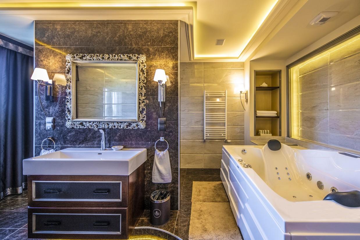 MirageDeluxe-lakosztaly-furdoszoba-HotelDelibab