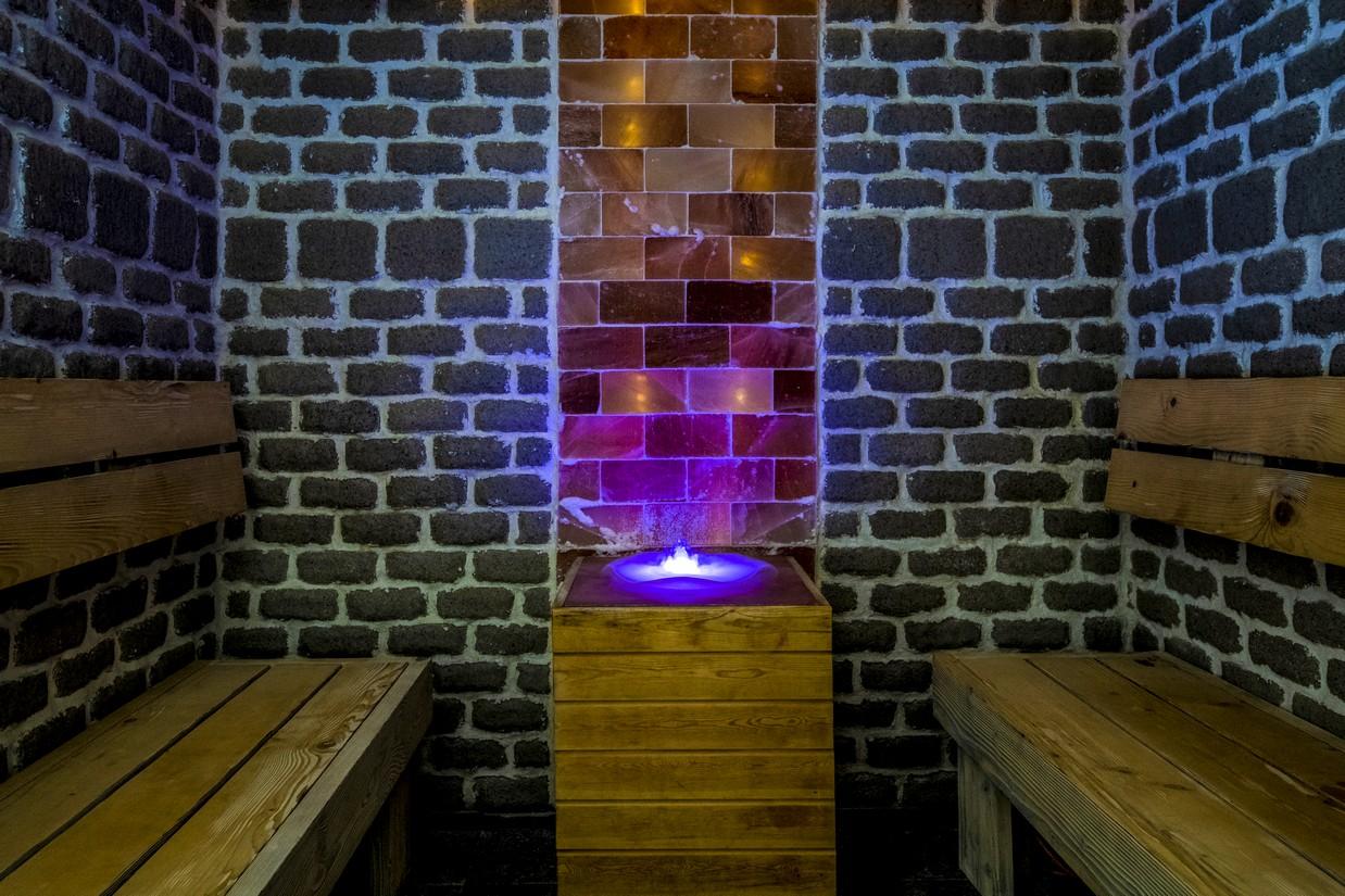 Pihenokamra-soteglakkal-HotelDelibab